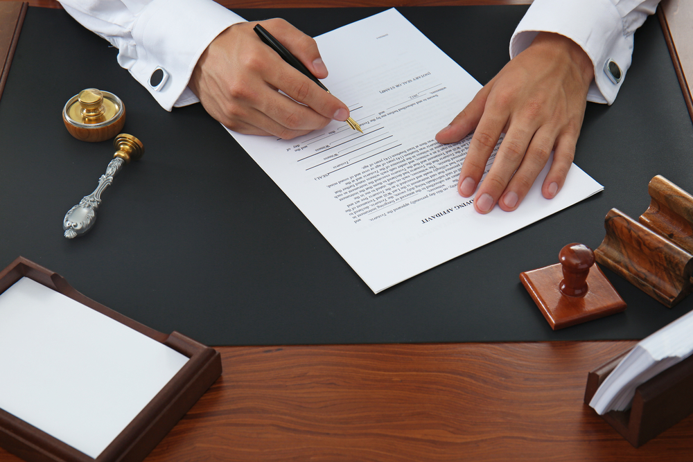 איך בוחרים עורך דין לחוזים?