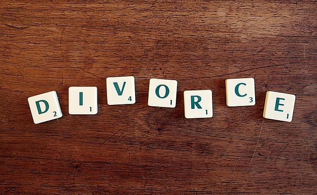 בני זוג יהודים חייבים להתגרש ברבנות